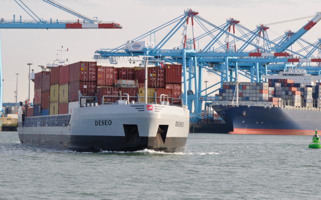Remote-control barge operation between Antwerp and Zeebrugge