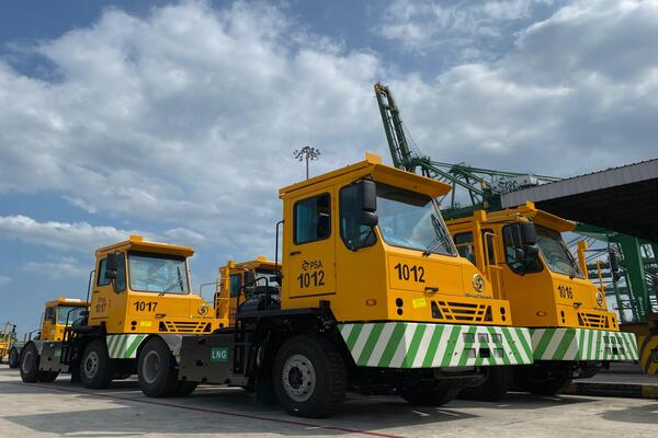 LNG tractors for Singapore