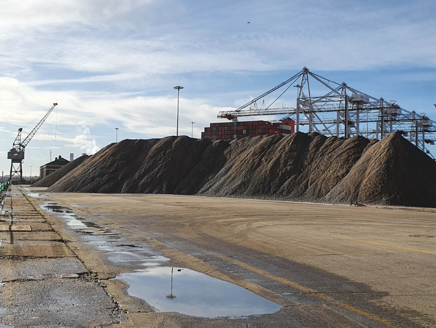 30,000t of aggregate discharged from the YEOMAN BANK