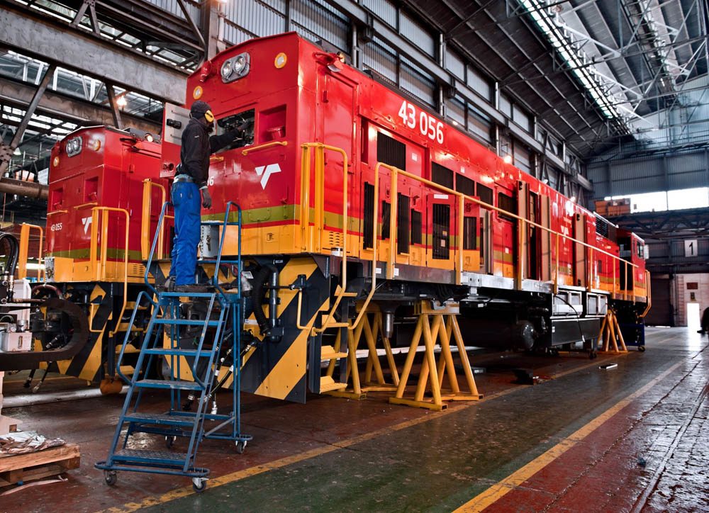 Transnet seeking to annul locomotive contracts