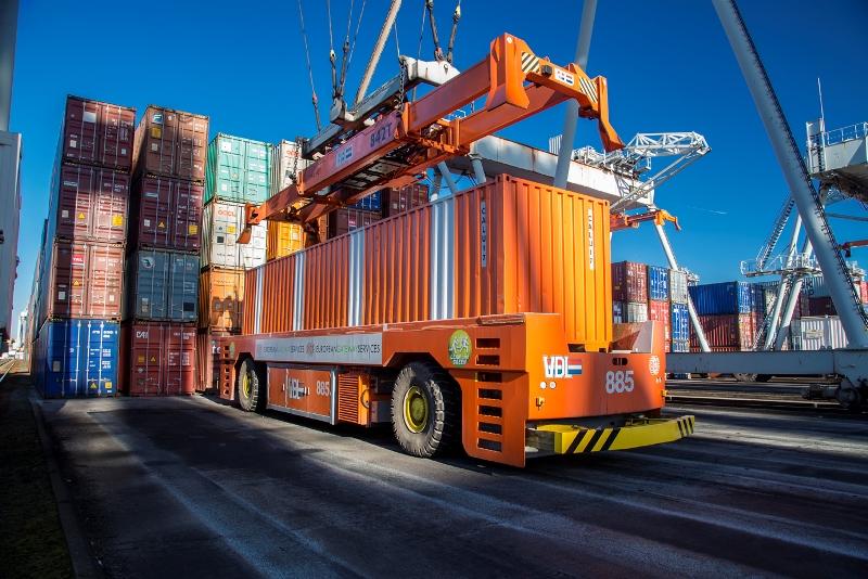 VDL books 77 hybrid drive AGVs for ECT Rotterdam