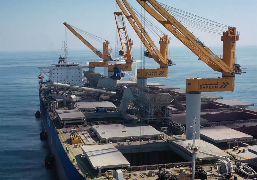 Bulk transhipper breaks size record in UAE