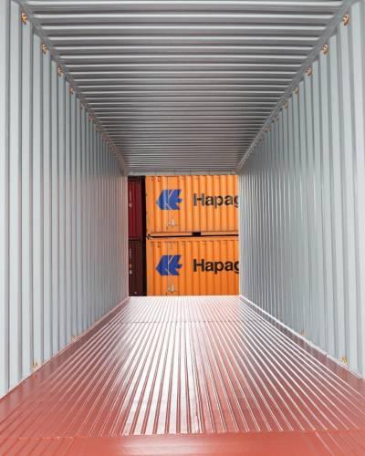 Hapag-Lloyd dry box with a steel floor