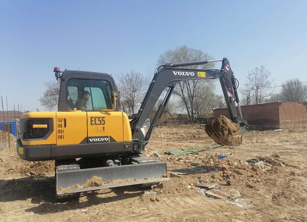 Electric excavator in Chinese pilot project