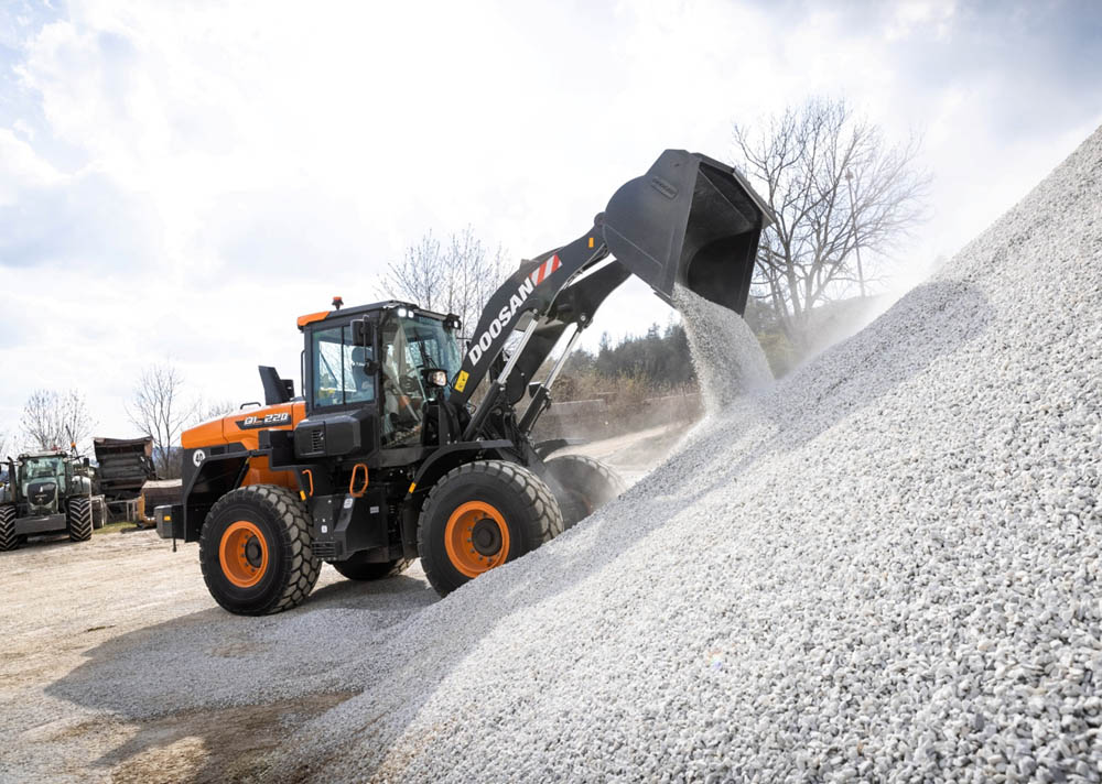 Doosan launches two new DL-7 wheel loaders