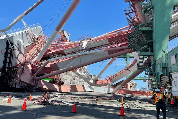 Ship knocks over crane in Kaohsiung