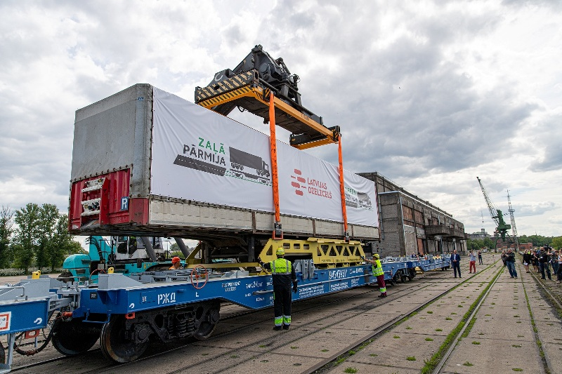"""Latvian Railways launches """"Green Switch"""" for road trailers"""