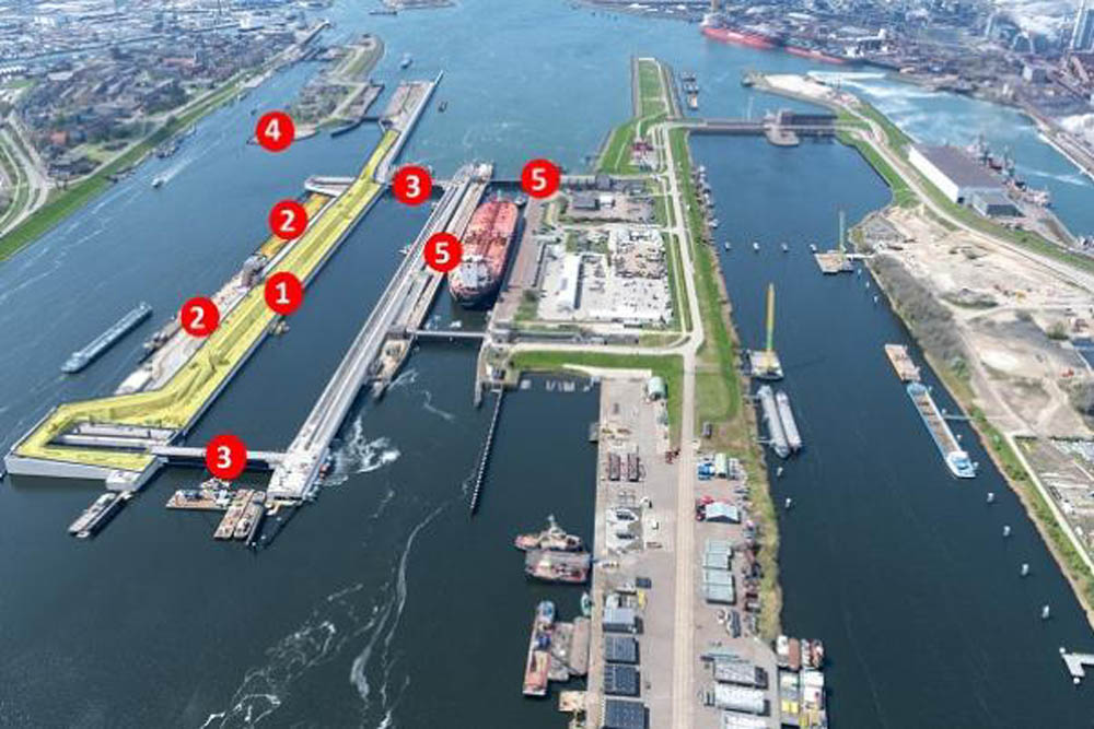 Zeesluis IJmuiden sea lock due for completion