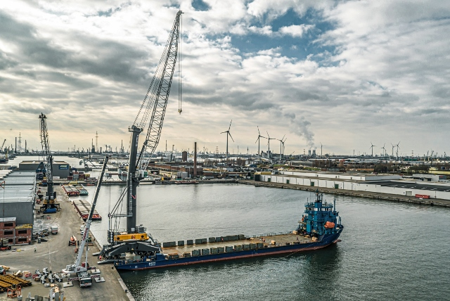 Liebherr LHM 800 for new Antwerp terminal