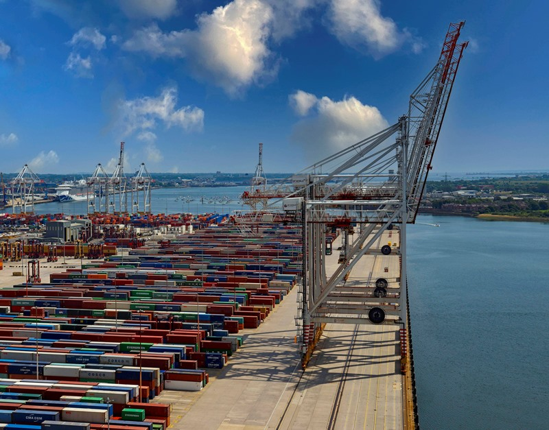 The rails now extend all the way to the transversal berth. (No photo credits provided by DP World)