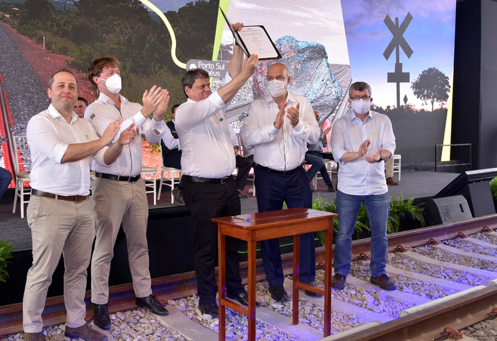 BAMIN signs FIOL railway concession in Brazil