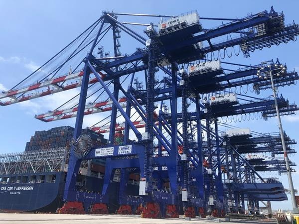 Fenix orders four more STS cranes for Los Angeles